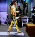 Японцы соорудили зеркало показывающее мышцы