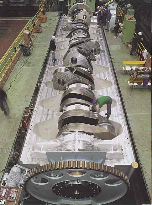 Гигантский дизельный двигатель