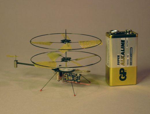 Вертолёты на пульте управления своими руками