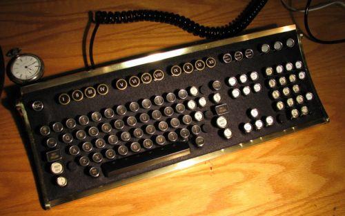 Фото дня: стим-панк клавиатура своими руками