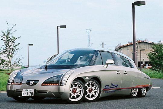 Электрокар Eliica vs. Porsche 911 Turbo