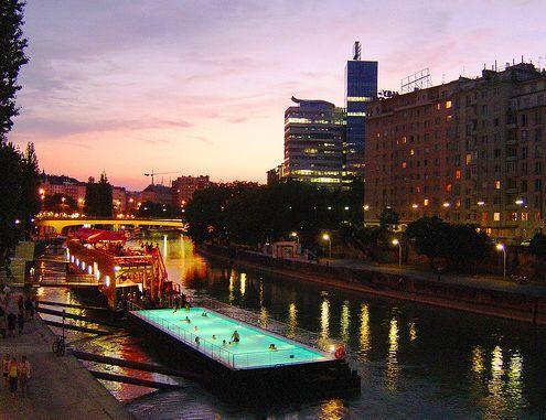 Плавающий бассейн - берлинская достопримечательность