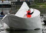 Гигантский бумажный кораблик