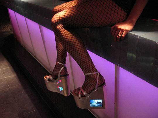 Необычная обувь для...представительниц древнейшей профессии (14 фото)