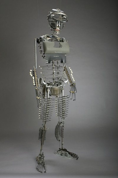 Печатная машинка превращается в человека