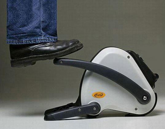 Принцип работы такой - нажимая на рычаг ногой, по типу ножного автомобильного насоса, приводится в движение небольшой...