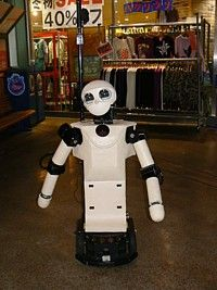 Японский робот не позволит заблудиться в магазине