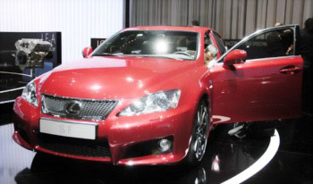 Lexus показал 2 новинки в Женеве