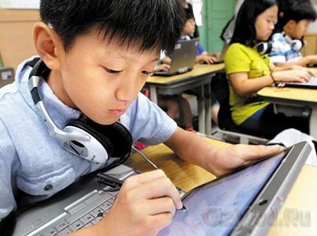 Учебники исчезнут из южнокорейских школ в 2015