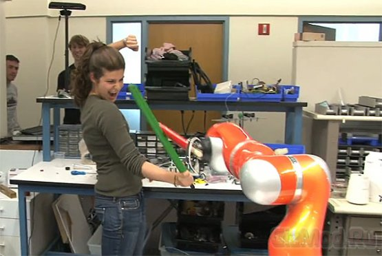 Студенты собрали робота-фехтовальщика