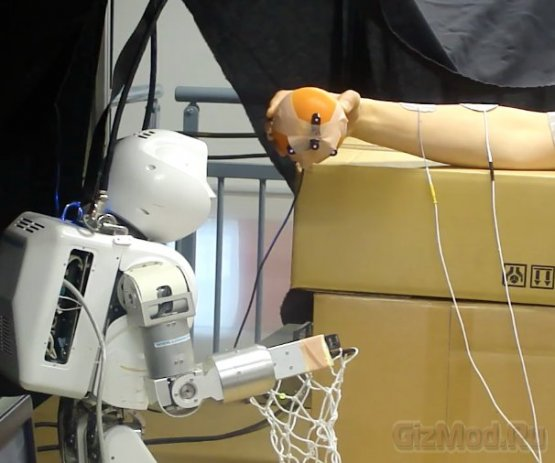 Робот управляет человеком