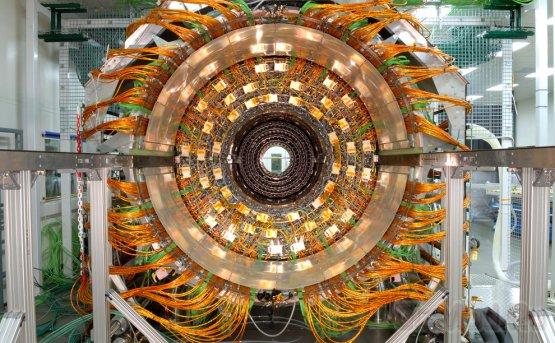 CERN: бозона Хиггса где то рядом