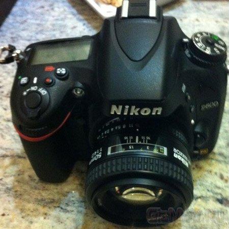 Полнокадровая зеркалка Nikon D600 существует