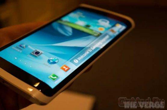 Samsung применила гибкий дисплей Youm в смартфоне