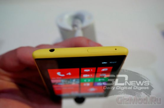 """Nokia Lumia 720 - """"облегченный"""" вариант Lumia 920"""