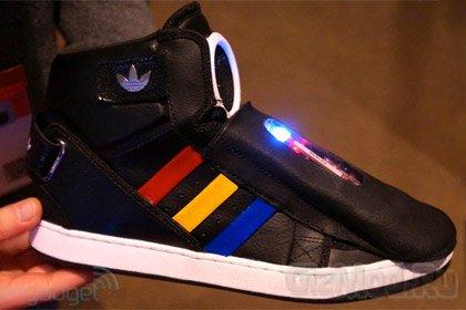 Google помогла заговорить кросовкам Adidas