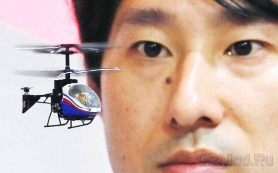 Миниатюрный вертолет из комплектующих смартфона