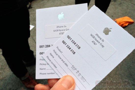 Бомжи покупали iPhone 5s и 5с для перекупщика