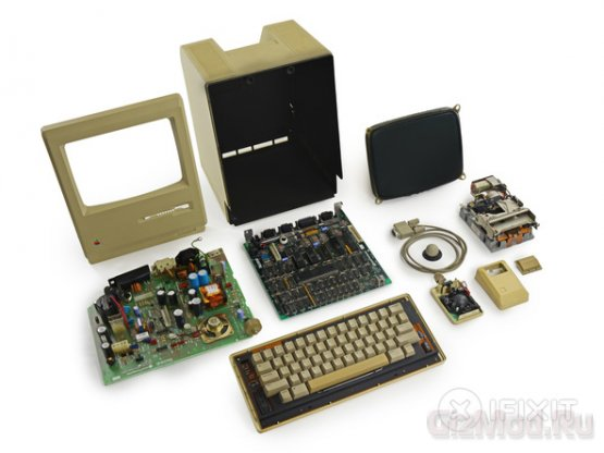 Apple Macintosh 128K ������� ���� ������ � iFixit
