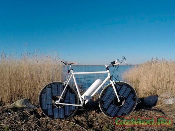 Велосипед с солнечными панелями на колесах