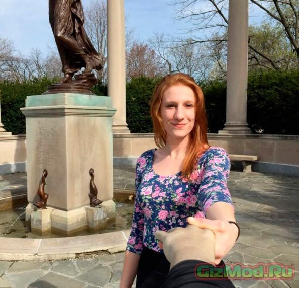 Рука для селфи в помощь одиноким девушкам
