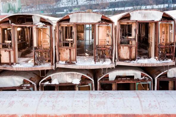 Новые дома для рыб из старых вагонов