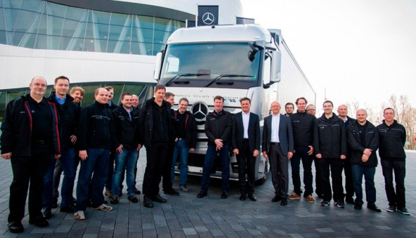 Тестирование самоуправляемых грузовиков Mercedes-Benz Actros