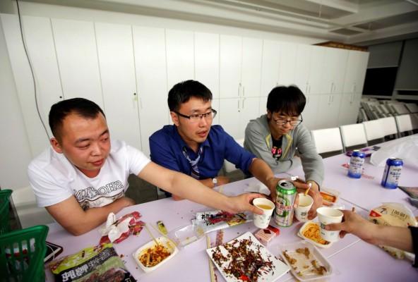 Китайцы живут на работе