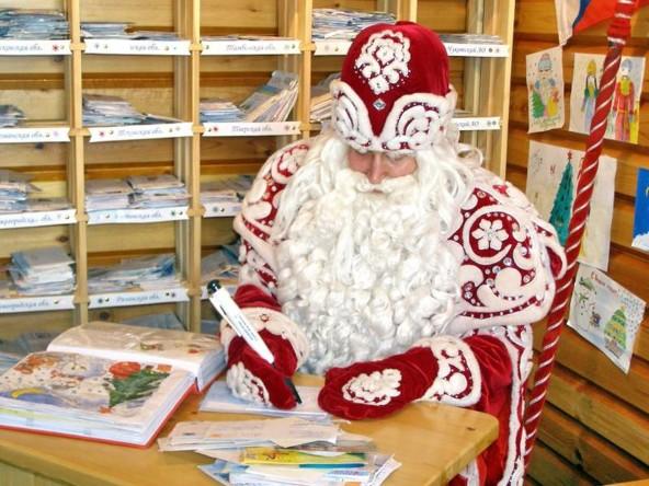 Роскомнадзор предупреждает писать Деду Морозу может быть опасно.