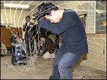 Японский робот-полицейский ловит грабителей