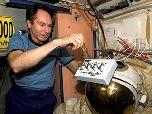 Летающий по космосу старый FM скафандр