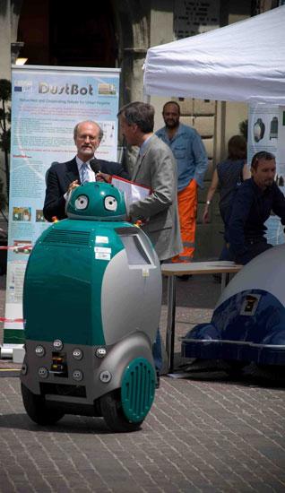 Dustbot, Робот