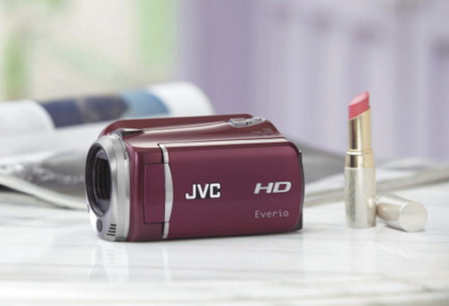 Маленький да удаленький камкодер JVC Everio GZ-HD620