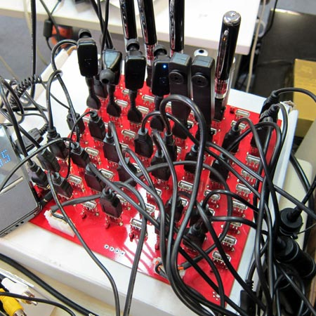 Устройство с 80 разъемами USB