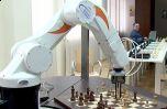 Робот-шахматист делает успехи