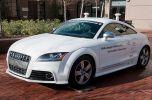 Робо-Audi TTS против профессиональных гонщиков