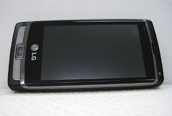 Смартфон LG GW910 на базе Windows Phone 7