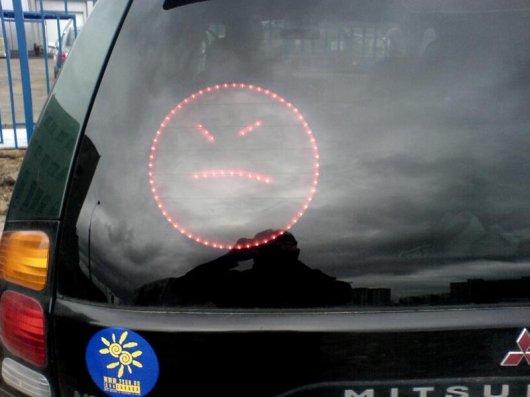 Самодельный дисплей для отображения смайлов на дороге