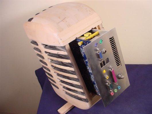 Компьютер в виде микрофона – стильный моддинг