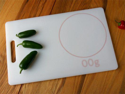 Кухонная досточка со встроенными весами