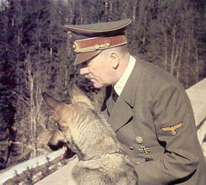 Британские ученые озвучили домашнее видео Гитлера