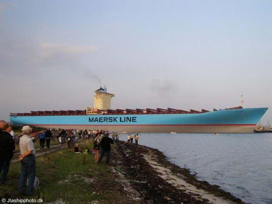 Emma Maersk - Самый огромный контейнеровоз в мире