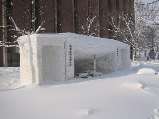 Колонки из снега