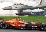 Болид Формулы-1 проиграл истребителю
