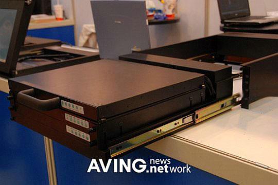 Ноутбук с тройным дисплеем от Acme