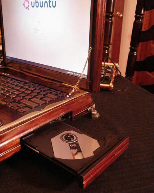 Потрясающий ноутбук в стиле steampunk