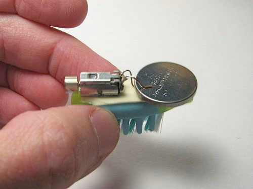 Миниатюрный робот из зубной щетки