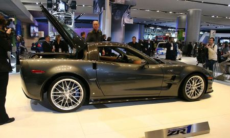 Chevrolet представил суперкар Corvette ZR1