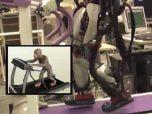 Обезьяна силой мысли управляла японским роботом