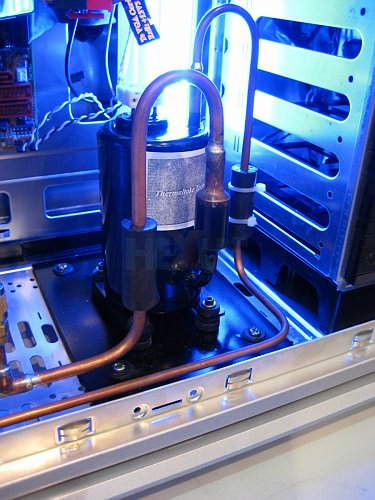 Thermaltake: корпус со встроенным «холодильником»